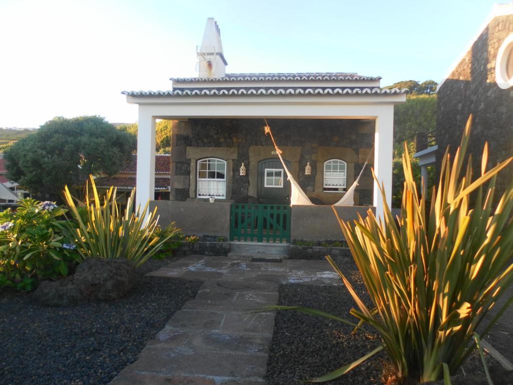 A garden outside Casa Ilhéu - Fajã do Fisher
