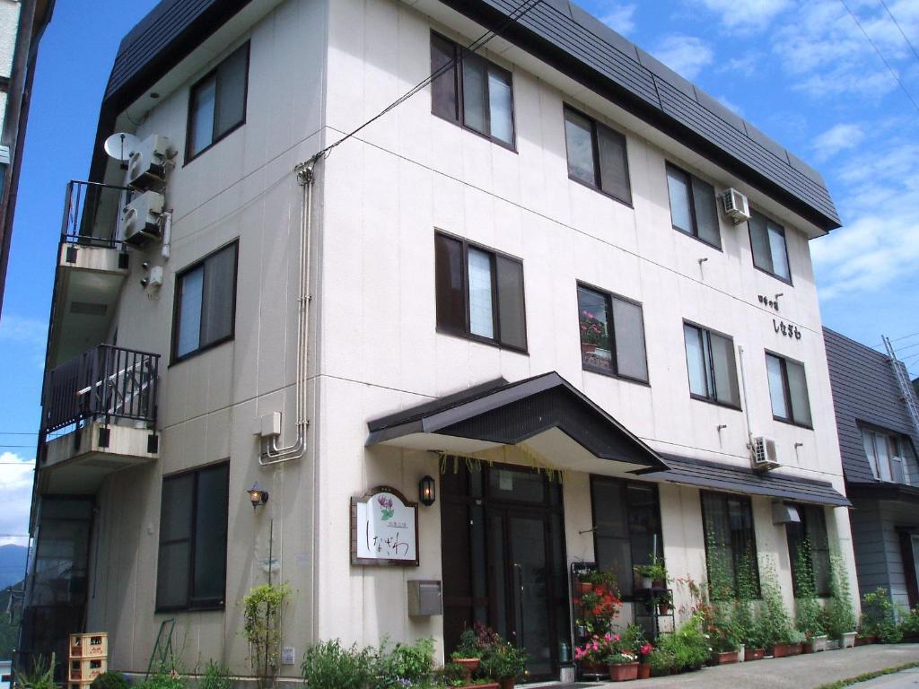 De façade/entree van Shinazawa