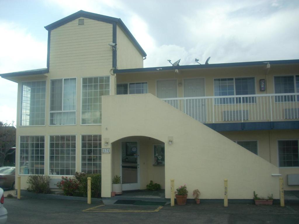 Economy Inn Seaside.