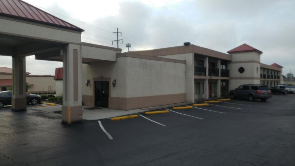 The facade or entrance of Countryside Inn Motel