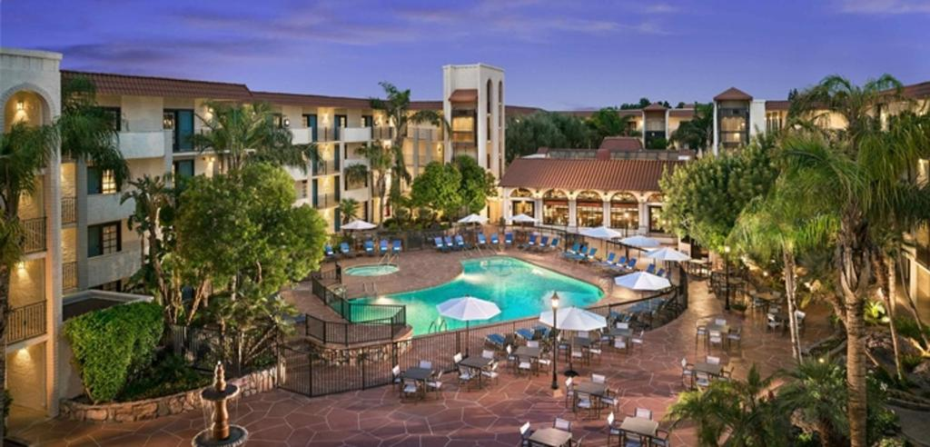 A view of the pool at Embassy Suites by Hilton Scottsdale Resort or nearby