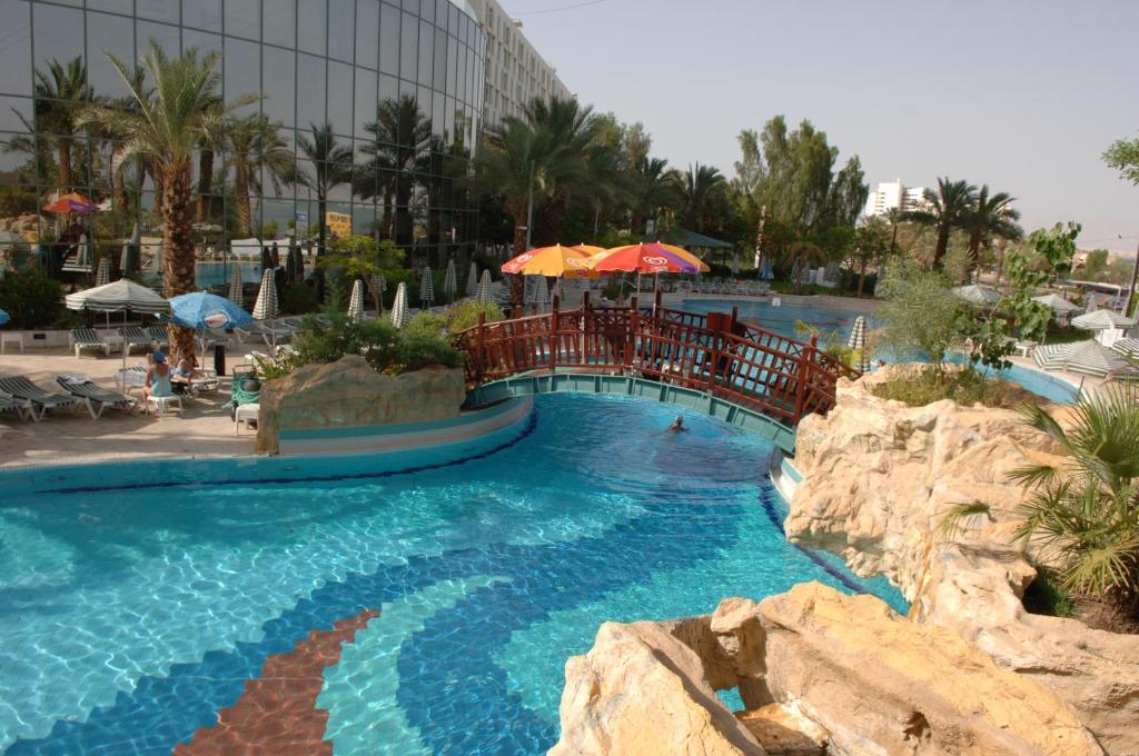 Bazén v ubytovaní Royal Hotel Dead Sea alebo v jeho blízkosti