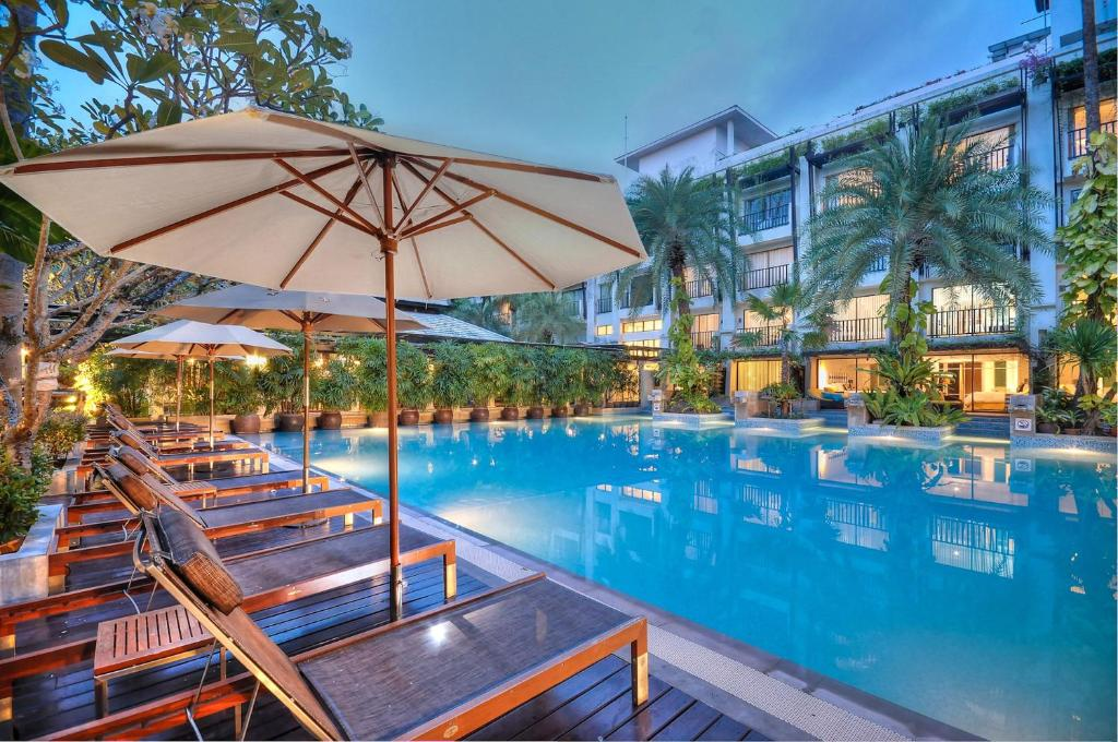 Басейн в Burasari Phuket Resort & Spa або поблизу