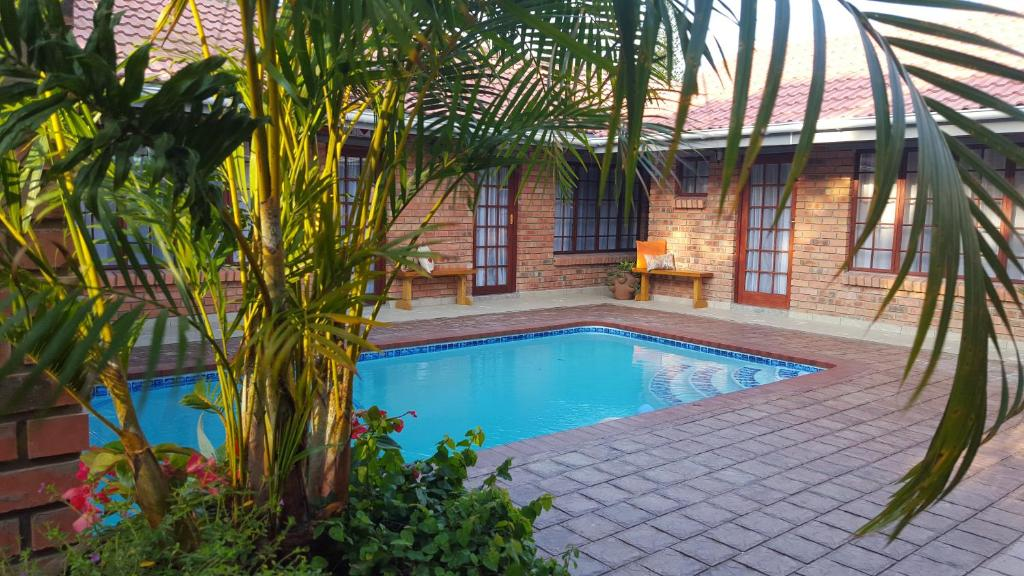 The swimming pool at or near Pompano Guest House
