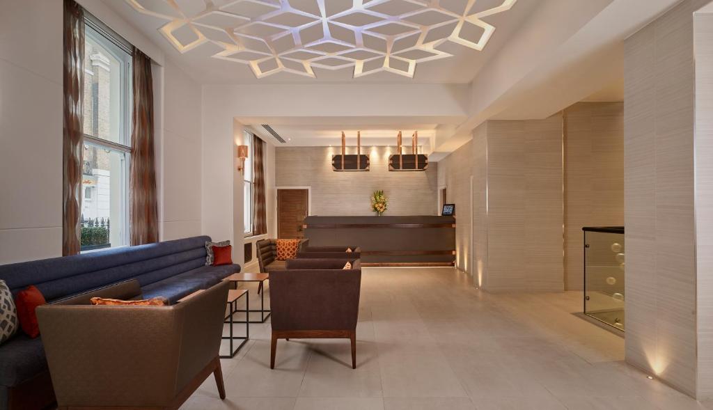 The lounge or bar area at Norfolk Towers Paddington