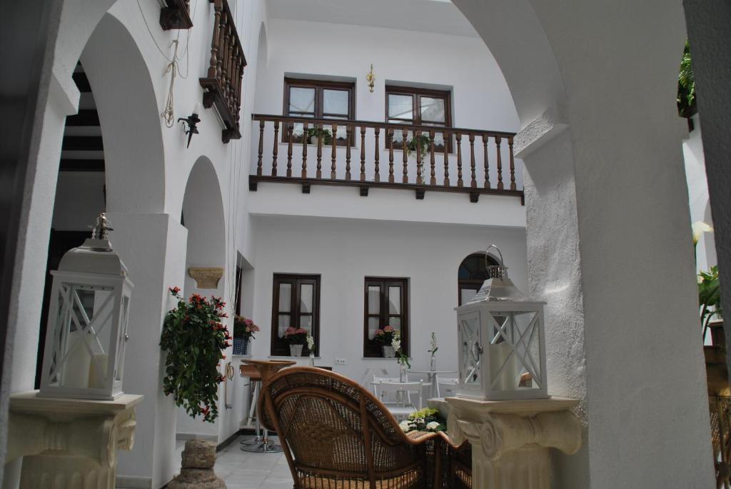 Patio o iba pang outdoor area sa Mayflowers Hostel