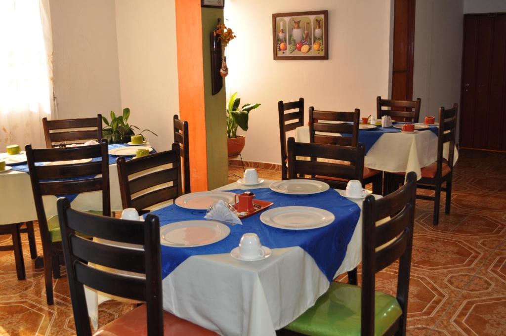 Un restaurante o sitio para comer en Hotel Confortel