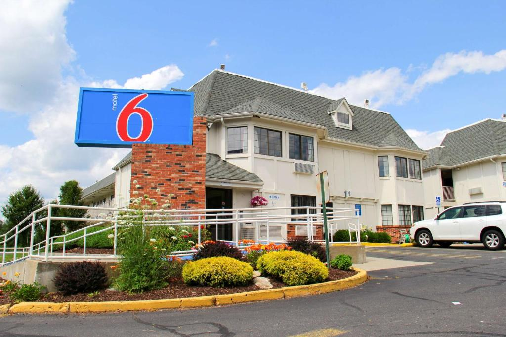 Motel 6 Hartford - Enfield.