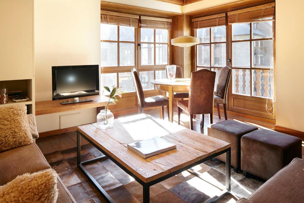 Salone o bar di Apartamento Val de Ruda Luxe XI