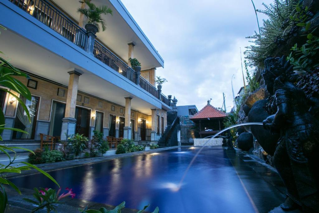 Piscine de l'établissement Wijaya Guesthouse ou située à proximité