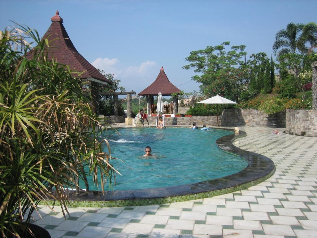 The swimming pool at or close to Green Wattana Hotel, Sentul City