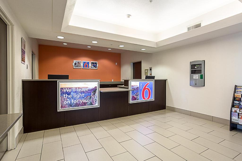 The lobby or reception area at Motel 6 Page