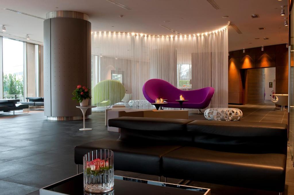 Salone o bar di The Hub Hotel
