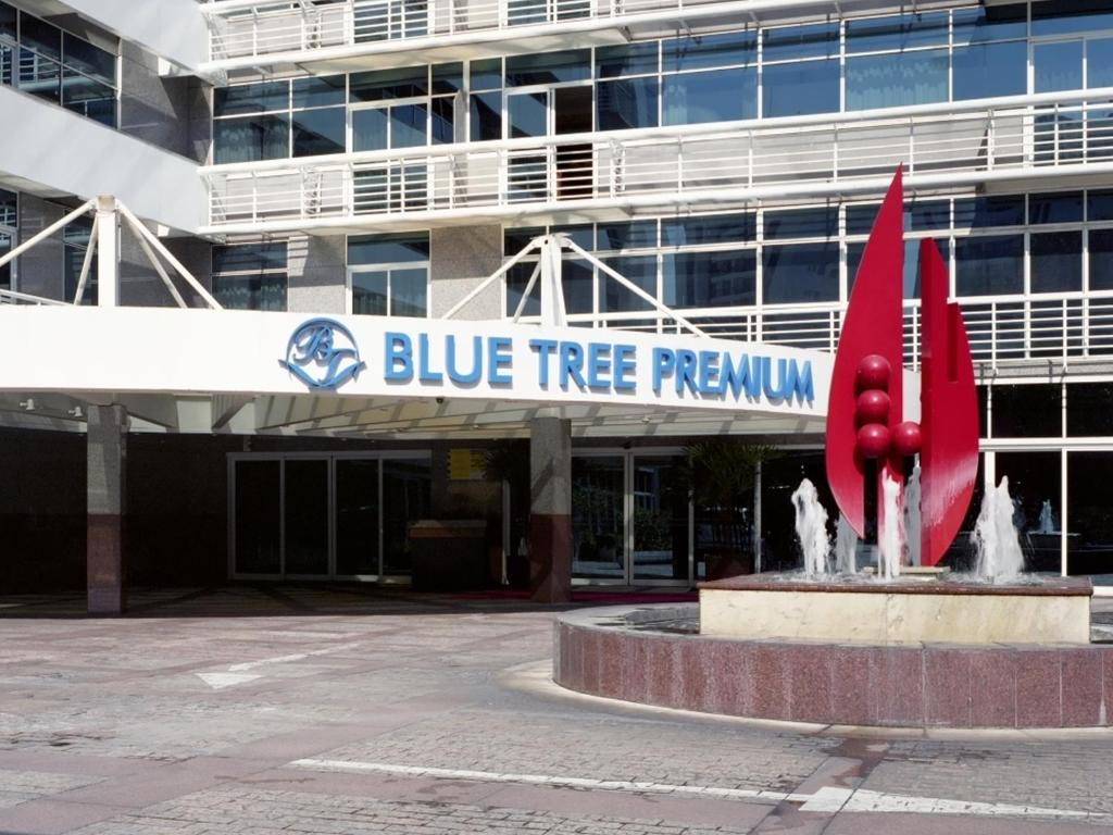 The facade or entrance of Blue Tree Premium Verbo Divino - Nações Unidas