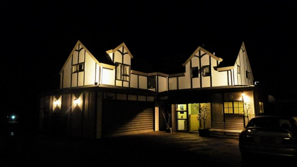 Tudor Lodge Motel