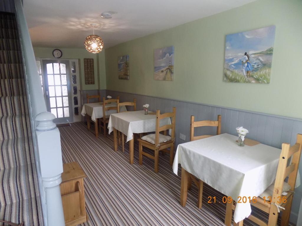 A restaurant or other place to eat at Cú Chulainns B&B