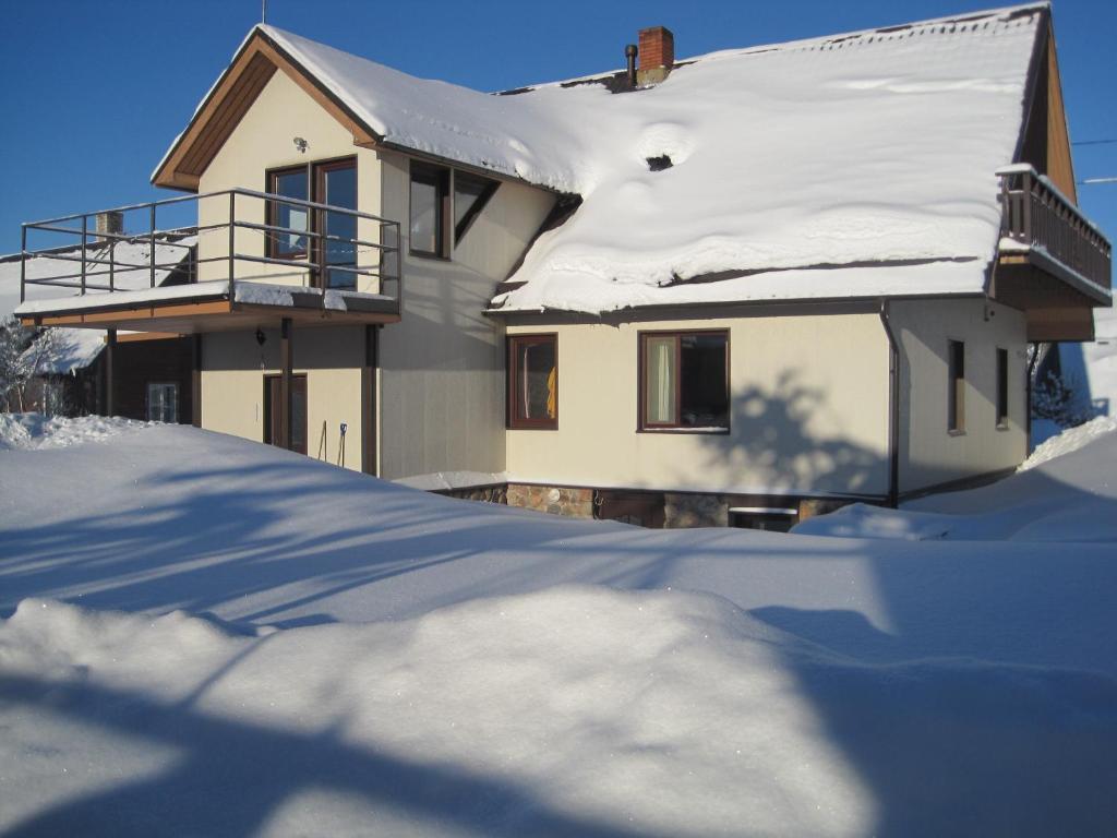 Hostel Allik ziemā