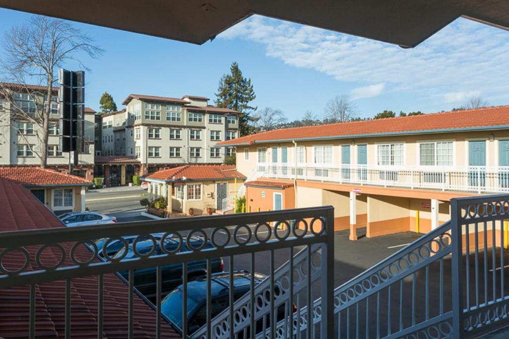 Knights Inn Berkeley