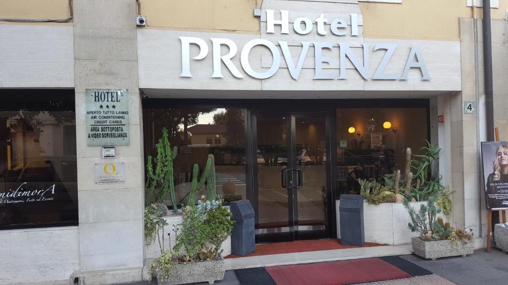 The facade or entrance of Hotel Provenza