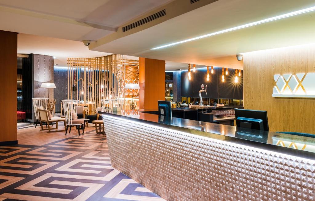 El salón o zona de bar de Sercotel Jaime I