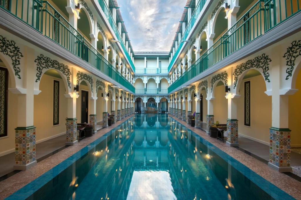 สระว่ายน้ำที่อยู่ใกล้ ๆ หรือใน The Grand Morocc Hotel