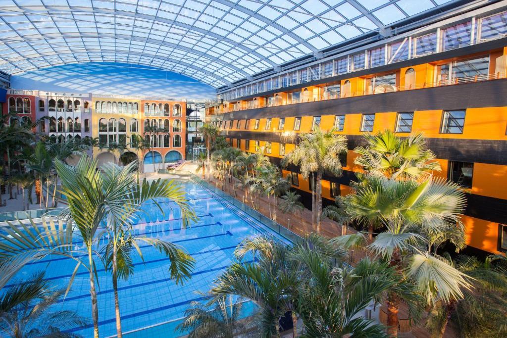 Swimmingpoolen hos eller tæt på Hotel Victory Therme Erding