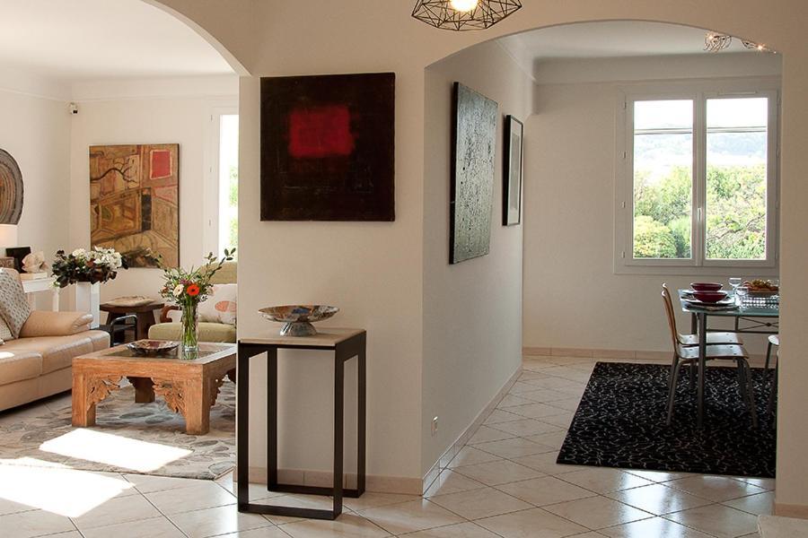 Hall ou réception de l'établissement Appartement d artiste