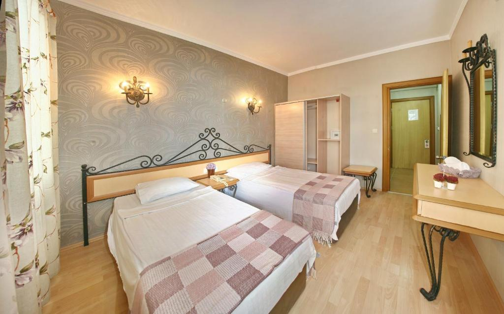 Кровать или кровати в номере Bella Bravo Suit Hotel