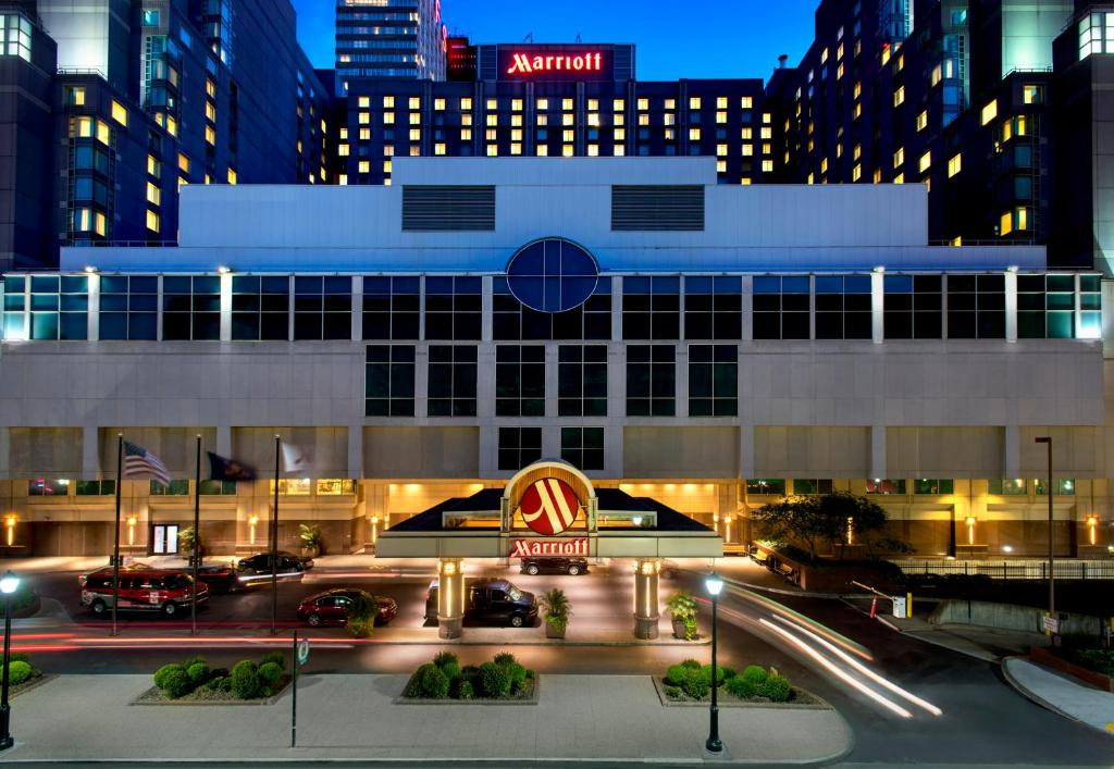 The facade or entrance of Philadelphia Marriott Downtown