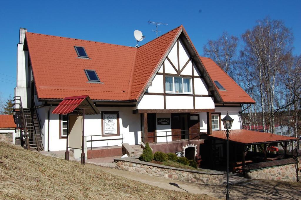 Ēka, kurā atrodas lauku viesnīca