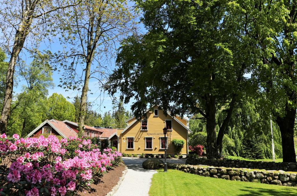 A garden outside Kronen Gaard Hotel
