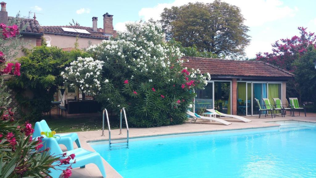 The swimming pool at or close to La Villa des Violettes