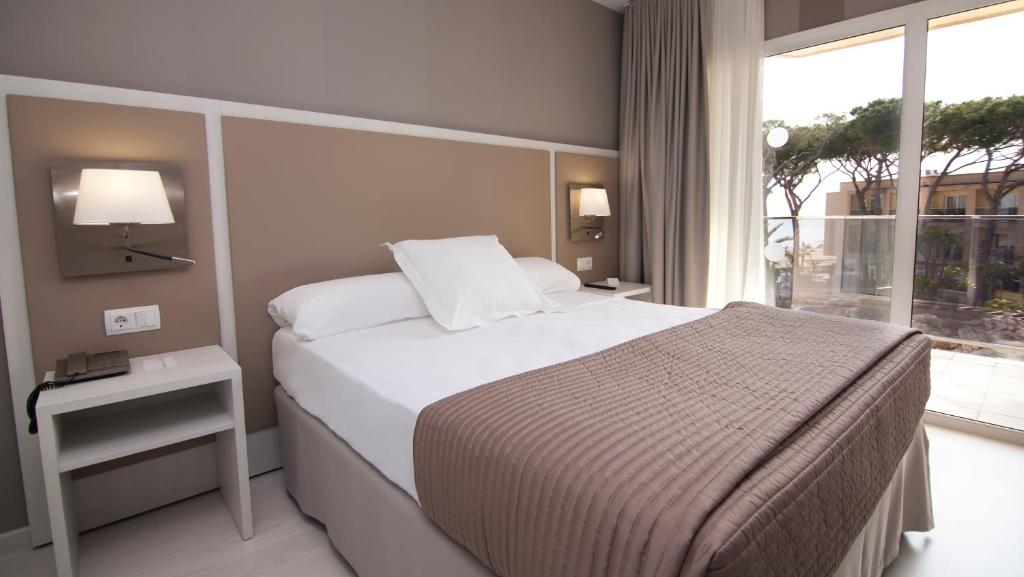 Een bed of bedden in een kamer bij Estival Centurión Playa