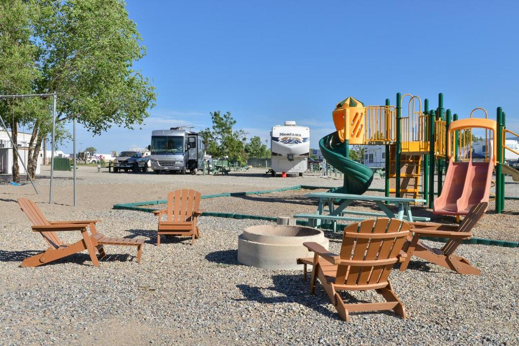 Junction West RV Park - A Cruise Inn Park