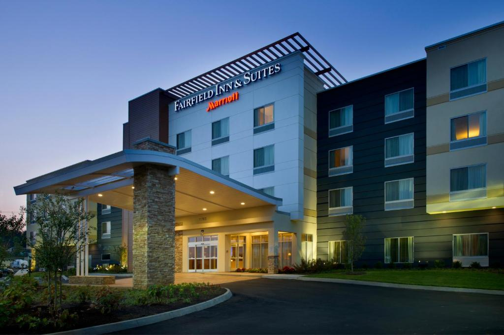 Фасад або вхід у Fairfield Inn & Suites by Marriott Knoxville West