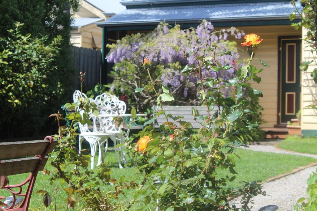 A porch or other outdoor area at Benambra Bed & Breakfast