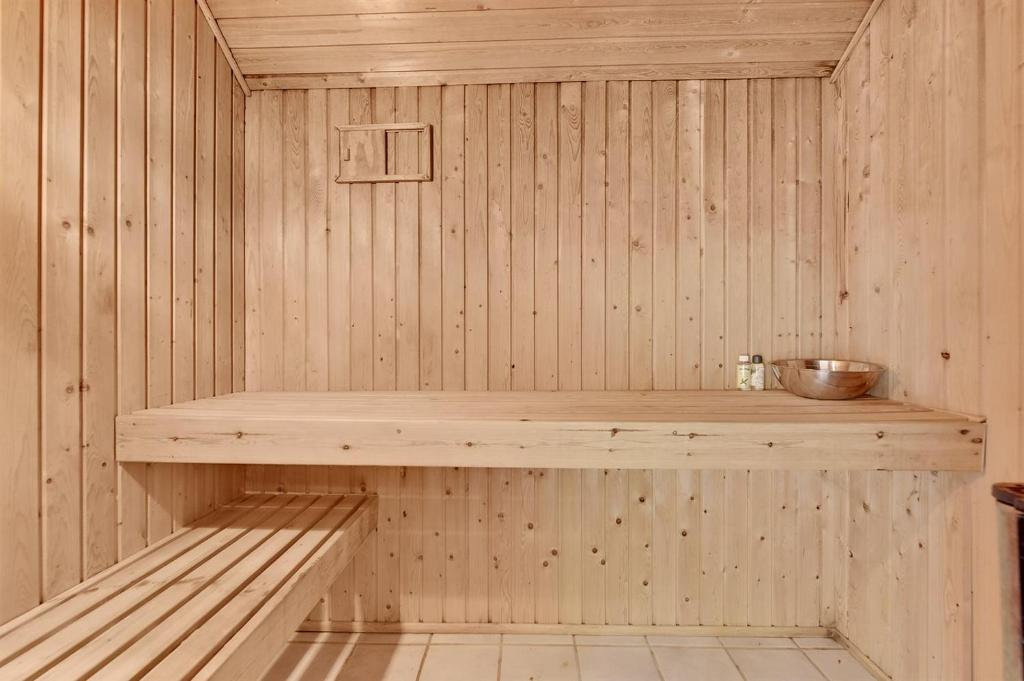 Four-Bedroom Holiday Home Gertrud with a Sauna 01