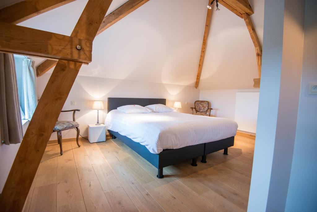 A bed or beds in a room at B&B Le Vieux Marronnier