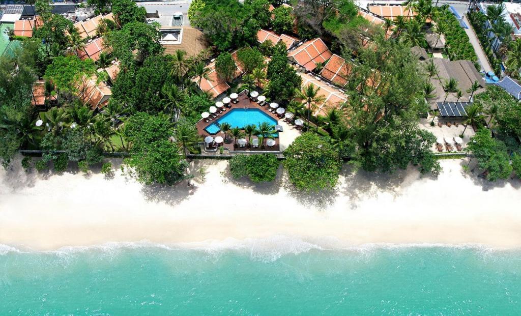 Een luchtfoto van Impiana Resort Patong, Phuket