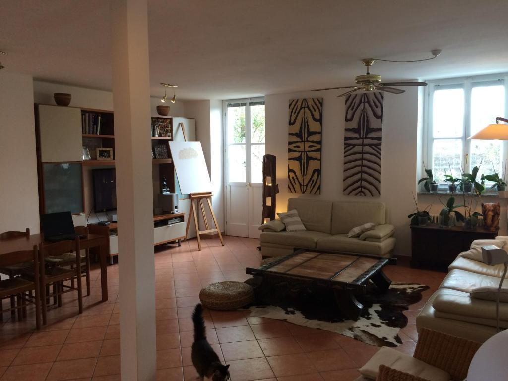 Lounge oder Bar in der Unterkunft Apartament Villa Conti Reina Como Lake