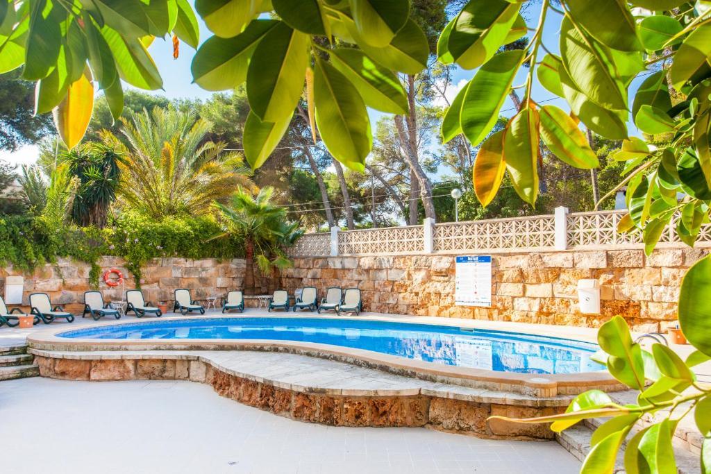 The swimming pool at or near Apartamentos Ben-Hur
