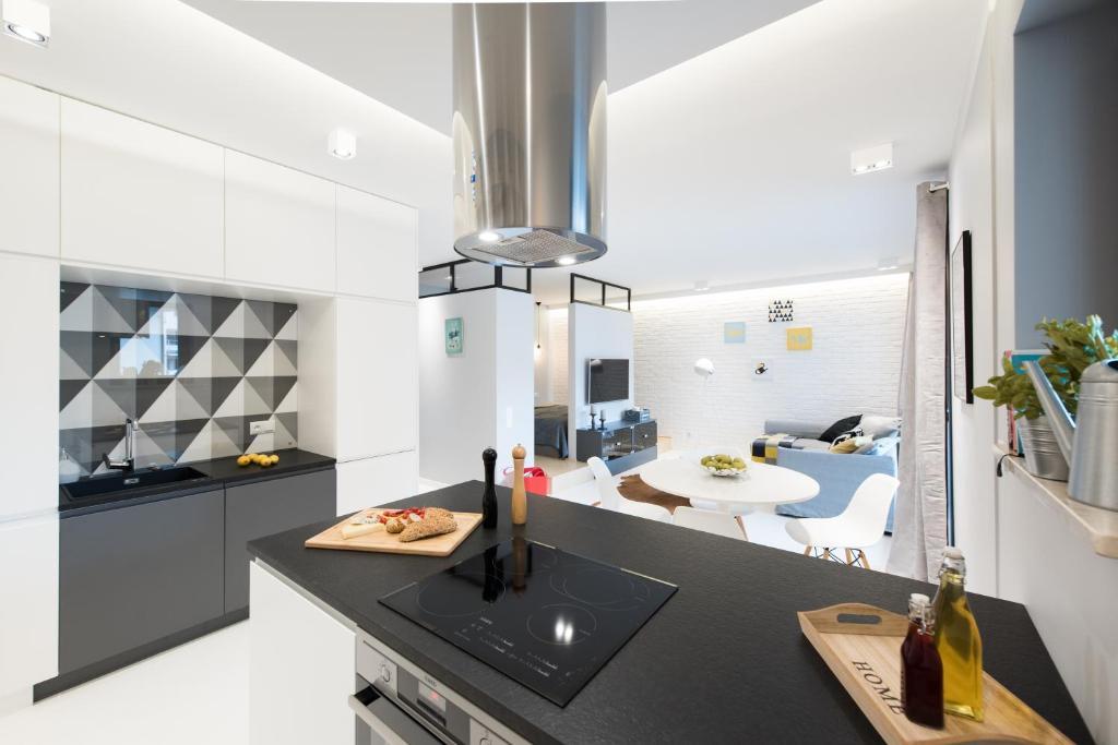 A kitchen or kitchenette at Laurel Apartments