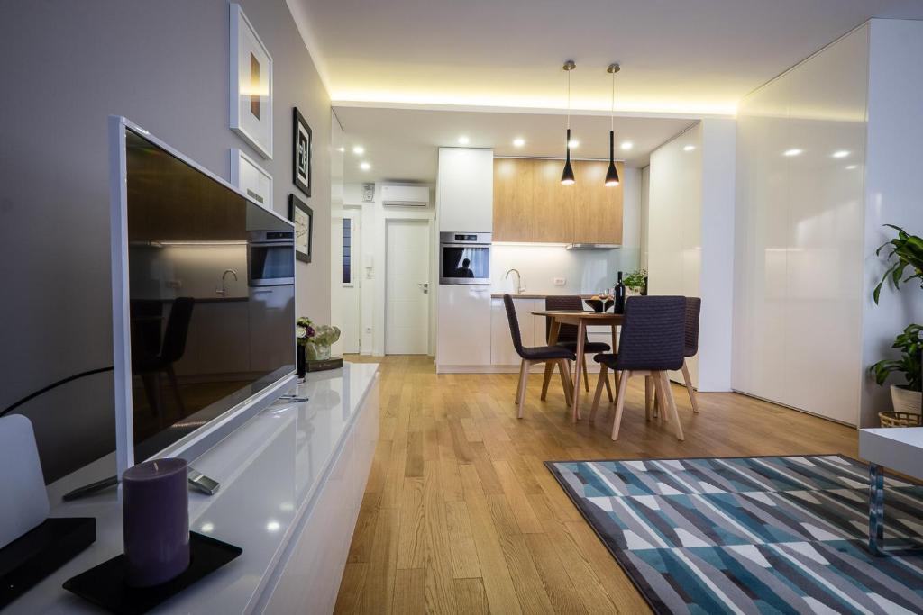 A kitchen or kitchenette at Caelestis Apartment