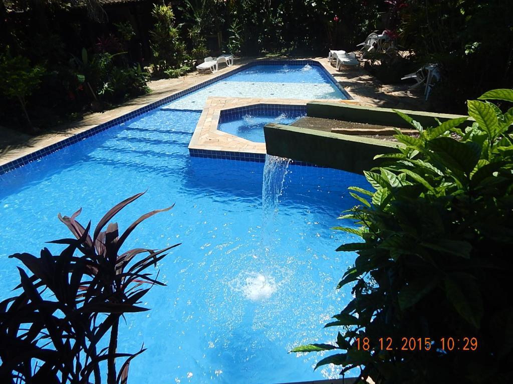 A piscina localizada em Pousada Amor e Poesia ou nos arredores