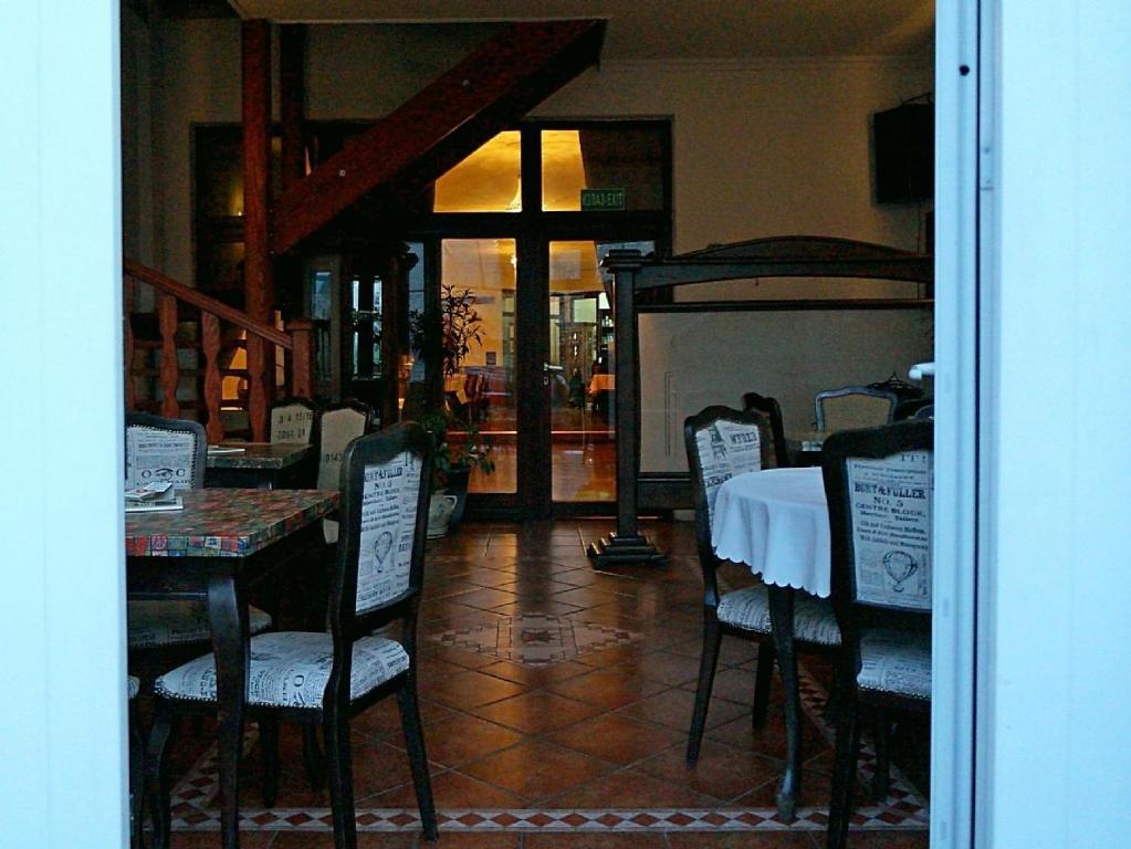 A restaurant or other place to eat at Ugostiteljski objekat KARIBO