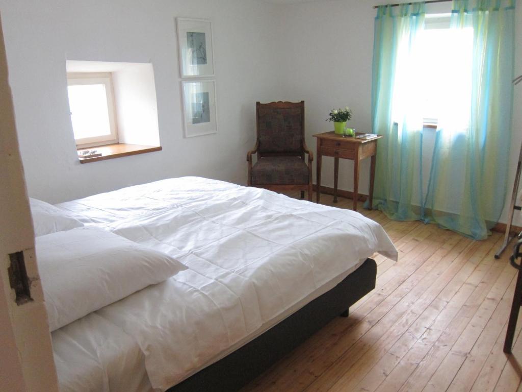 Ein Zimmer in der Unterkunft Ferienwohnung Petrushof in Obermarchtal