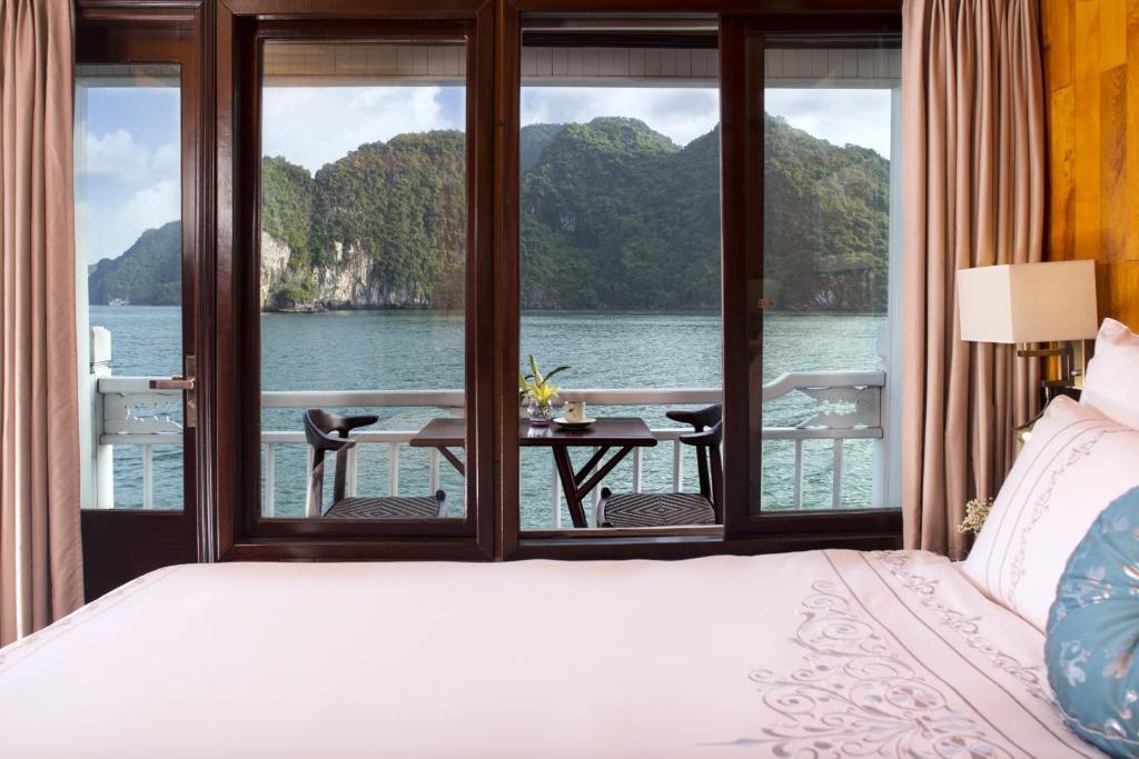 Phòng Luxury Giường Đôi Với Ban Công (Chèo Thuyền Kayak Miễn Phí) - 3 Ngày 2 Đêm