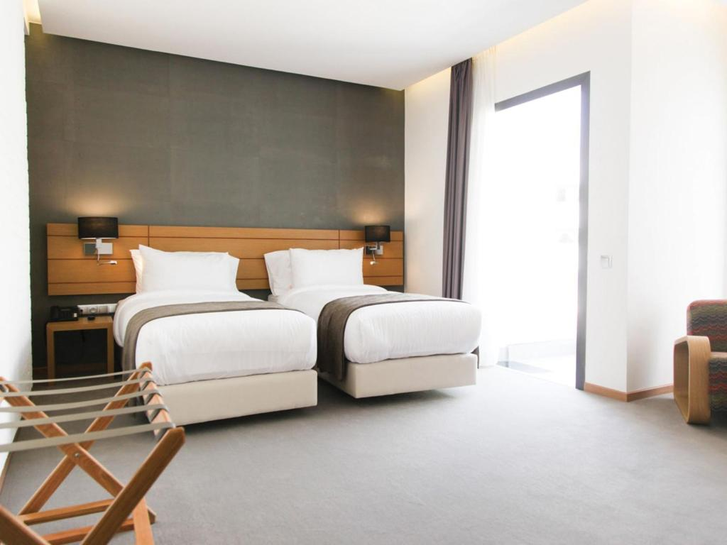 A bed or beds in a room at Smarts Hotel