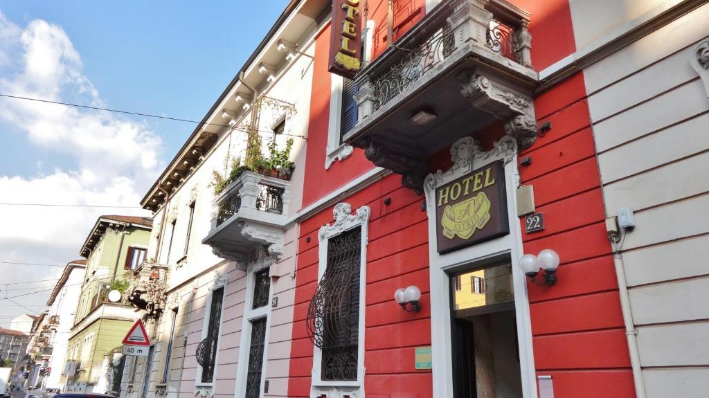 De façade/entree van Hotel Astrid