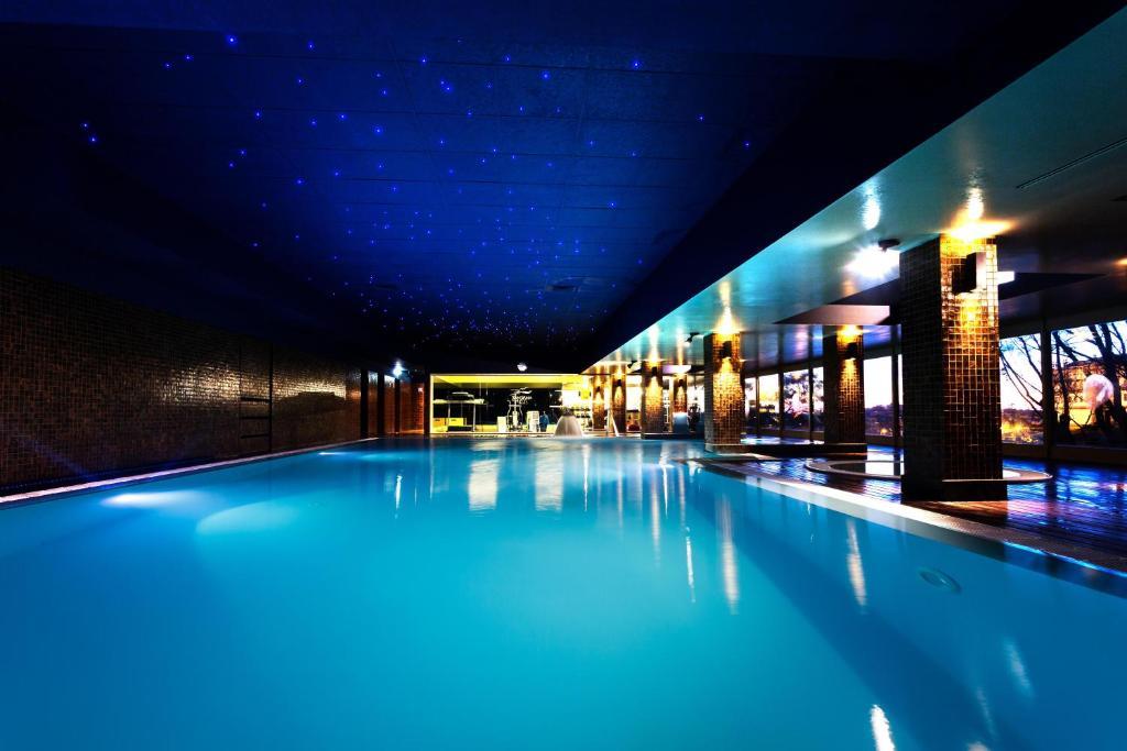 A piscina em ou perto de Santana Hotel & SPA